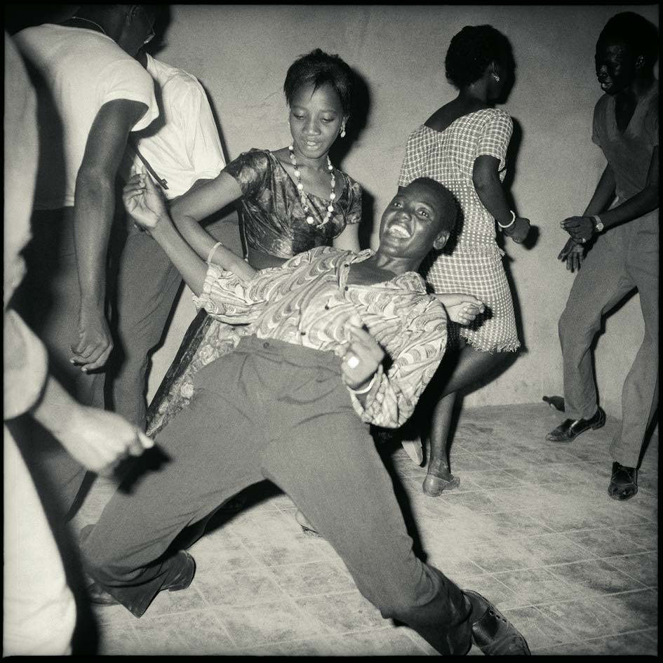 Malick-Sidibe-swinging-bamako