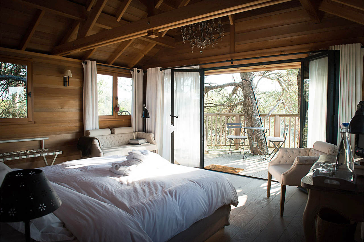 chambres d 39 hotes de luxe et cabane perch e en luberon maison valvert. Black Bedroom Furniture Sets. Home Design Ideas