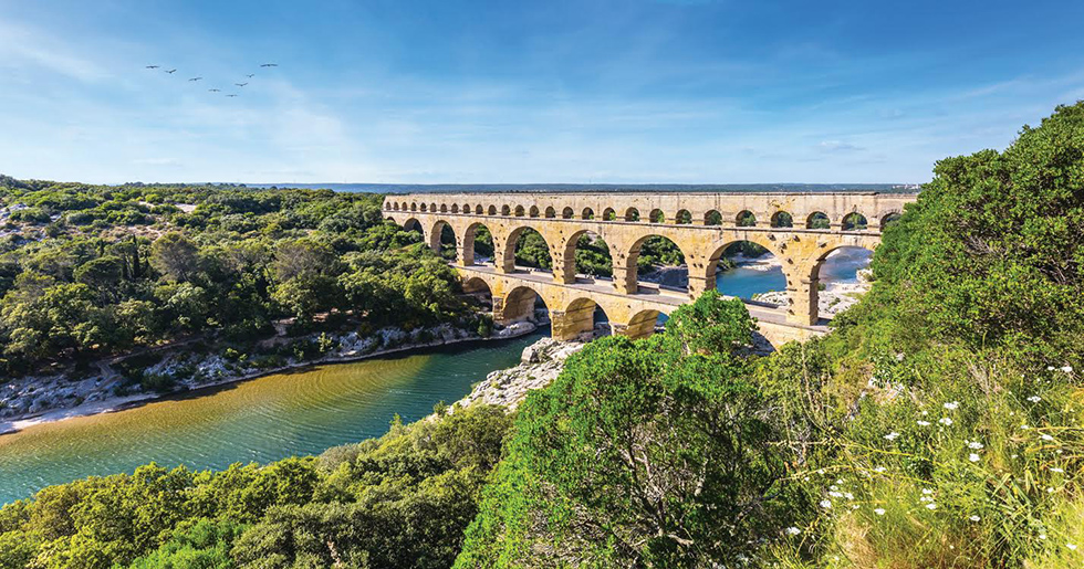 Le Pont du Gard, un joyau d'architecture romaine classé au patrimoine mondial.